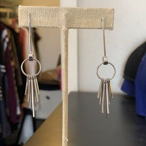 🍁Silver tone dangly earrings🍁